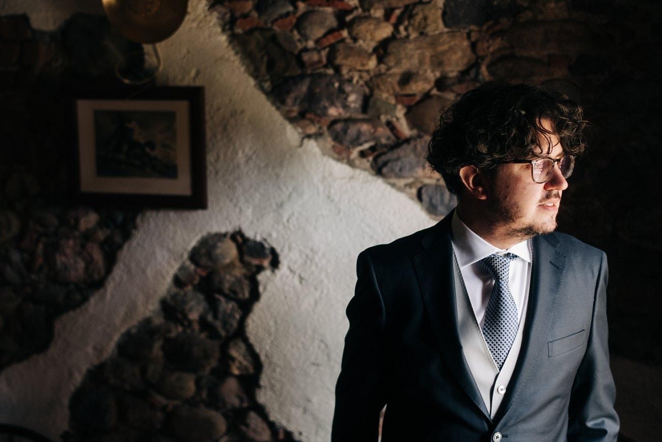 Groom's getting ready - Wedding Photographer Tuscany